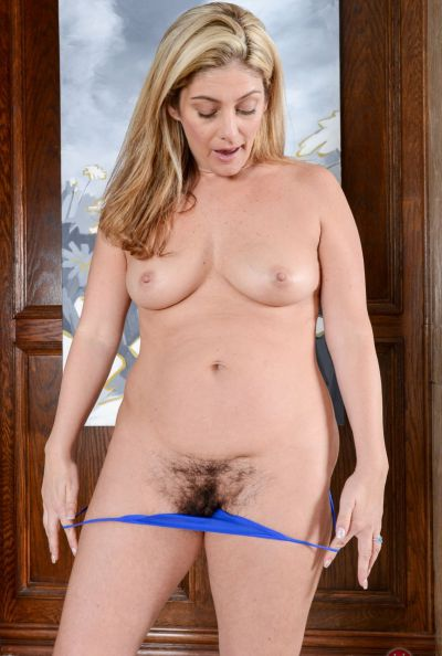 Photo №6 Blonde mom Alicia Silver flaunts her hairy holes