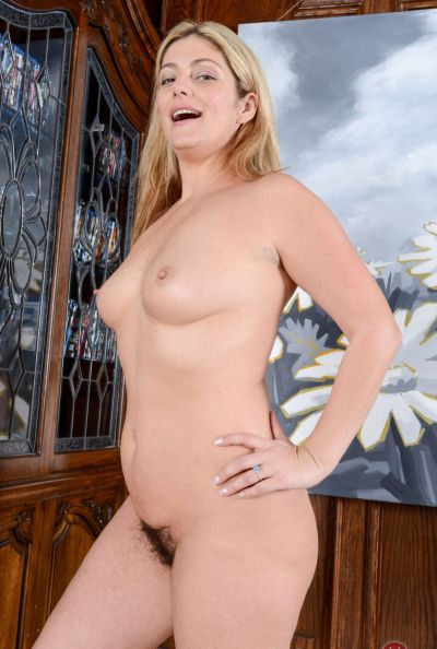 Photo №9 Blonde mom Alicia Silver flaunts her hairy holes