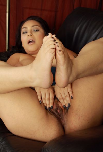 Photo №14 Chubby MILF Kiki licks her toes before spreading hairy holes