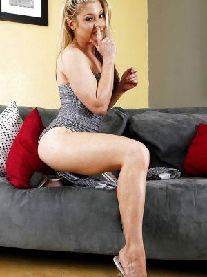 Horny blonde Hunter Lane picking her nose