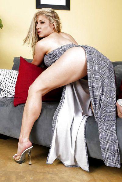Photo №2 Horny blonde Hunter Lane picking her nose