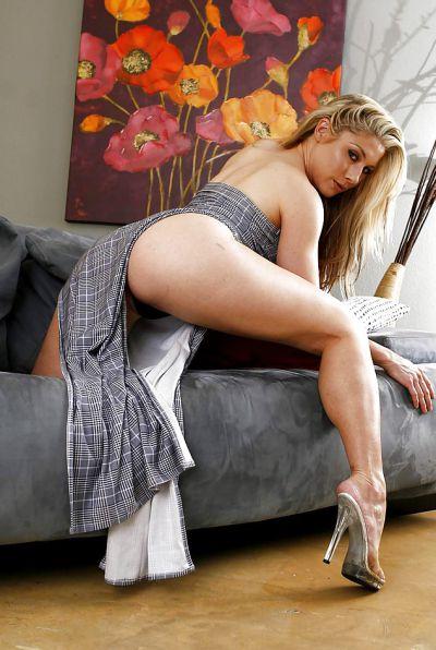 Photo №4 Horny blonde Hunter Lane picking her nose