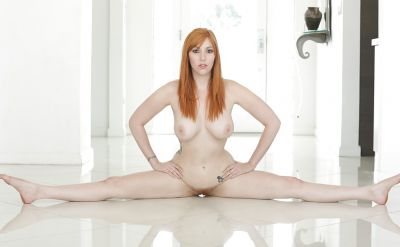 Photo №15 Red-haired busty girl Lauren Phillips undressed and sat on a twine