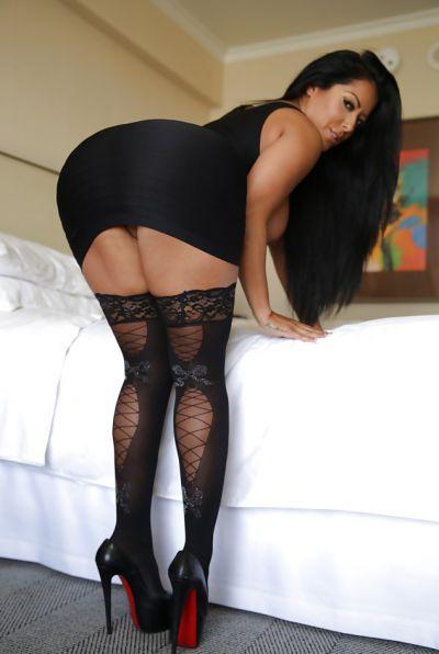 Photo №8 Busty brunette MILF Kiara Mia in stockings