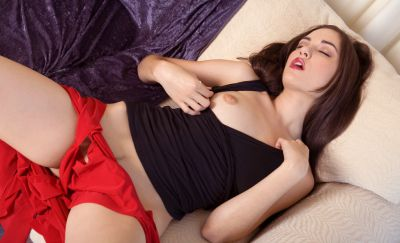 Photo №4 Brunette pornstar Sasha Gray bares her body and masturbates pussy with a dildo