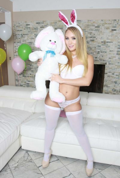Photo №1 Pretty blonde in bunny hat AJ Applegate shoved a butt plug between her juicy buttocks