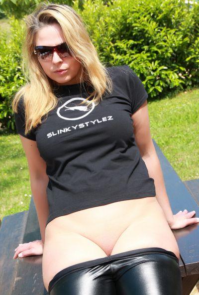 Photo №12 Mature blonde Desyra Noir lowered latex pants and stuck her finger in ass