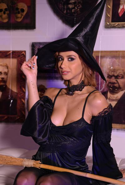 Photo №1 European girl Veronica Leal gets fucked hard in tight anus by fat cock on Halloween