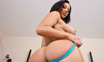 Photo №18 Busty MILF Jayden Jaymes slowly strips on the bed