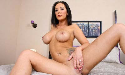 Photo №20 Busty MILF Jayden Jaymes slowly strips on the bed