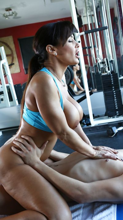 Photo №10 Mature pornstar Lisa Ann fucking in the gym
