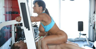 Photo №13 Mature pornstar Lisa Ann fucking in the gym