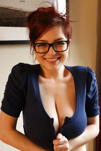 Photo №4 Redhead girl Tessa Fowler with glasses show huge boobs