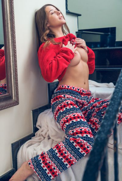 Photo №3 Cute babe Sybil undressed on Сhristmas morning