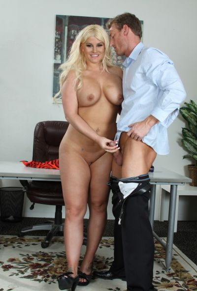 Photo №4 Lover has some fun with fatty sexy blonde Julie Cash in front of her boyfriend
