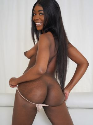 Ebony amateur babe Tori Montana took off her dress and panties