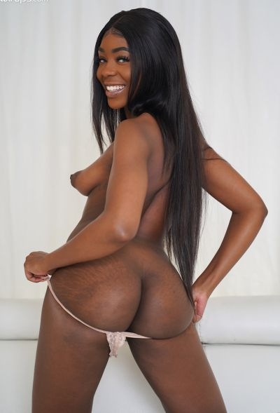 Photo №15 Ebony amateur babe Tori Montana took off her dress and panties