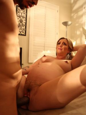 Kinky guy fucks pregnant blonde MILF with black cock