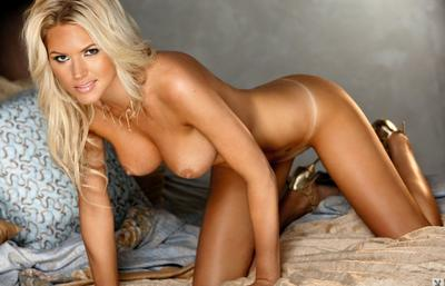 Photo №16 Blonde beauty Ashley Mattingly strips off her lingerie and poses on the bed