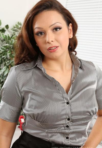 Photo №2 MILF secretary Alicia bared her boobs posing in pantyhose