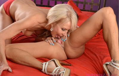 Photo №8 Two mature lesbians Tara Holiday and Erica Lauren lick and toy their pussies