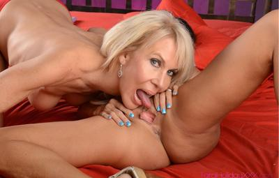Photo №9 Two mature lesbians Tara Holiday and Erica Lauren lick and toy their pussies