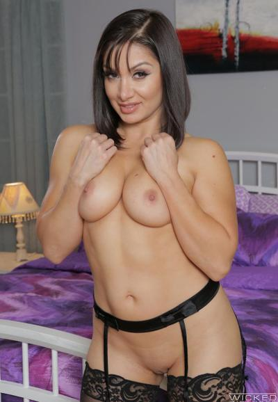 Photo №5 Sexy milf in stockings Lea Lexis fucked on the bed and took a cumshot on tits
