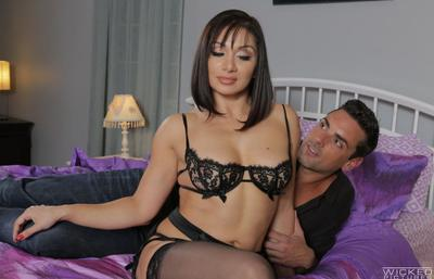 Photo №8 Sexy milf in stockings Lea Lexis fucked on the bed and took a cumshot on tits