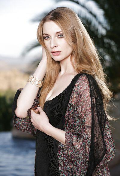 Photo №1 Beautiful blonde model Ela Darling is stripping outdoors