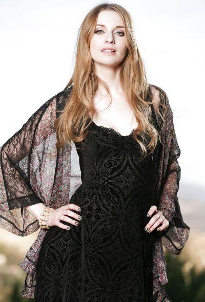 Photo №3 Beautiful blonde model Ela Darling is stripping outdoors