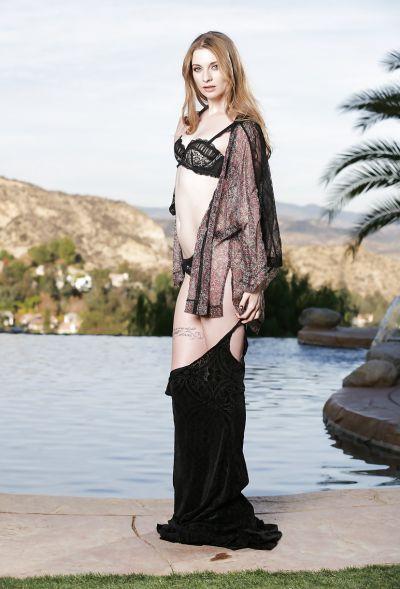 Photo №4 Beautiful blonde model Ela Darling is stripping outdoors