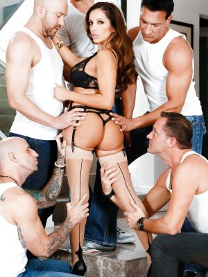 Busty MILF Francesca Le in stockings is preparing for gangbang