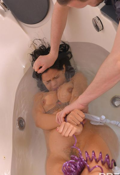 Photo №3 Wet brunette Canela Skin gets squirting in the tub before anal sex