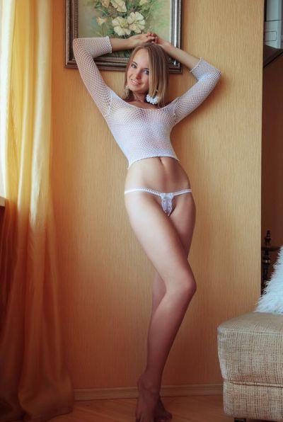 Photo №4 Beautiful naked blonde with blue eyes