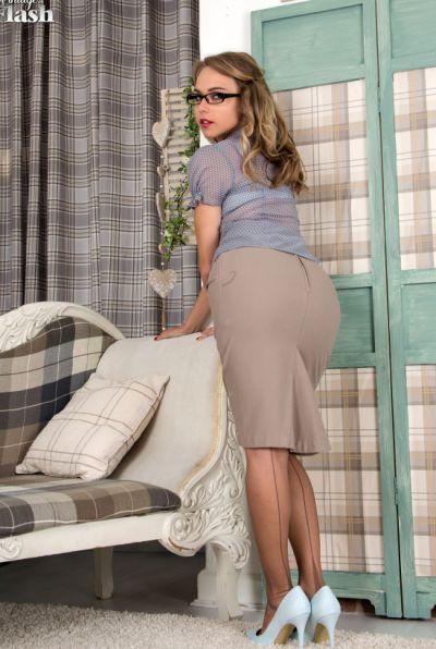 Photo №1 Leggy blonde in stockings Chloe Toy